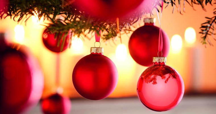 Die Farbklassiker zu Weihnachten: Rot, Grün und Gold