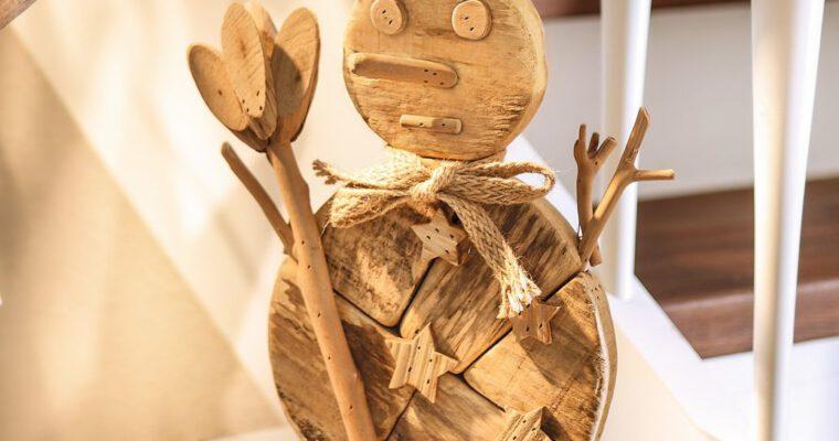 Einen charmanten Nikolaus aus Baumstamm basteln