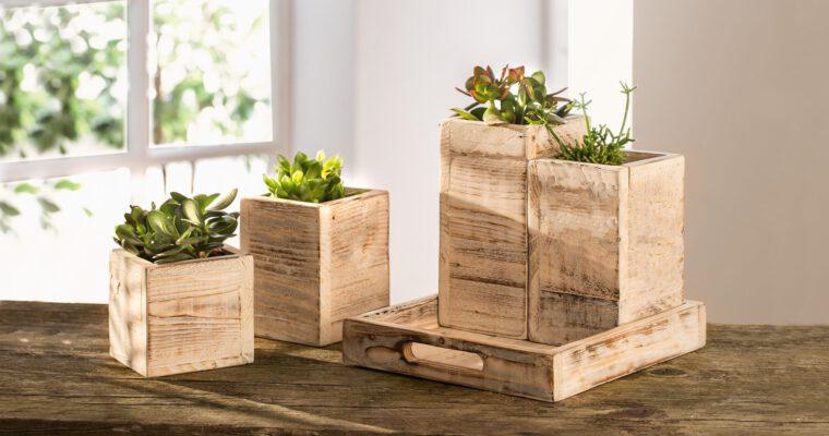 Holz-Dekoration und praktische Holzutensilien fürs Haus