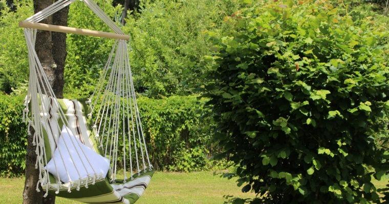 Gemütliche Gartenschaukeln und Hängematten zum Träumen