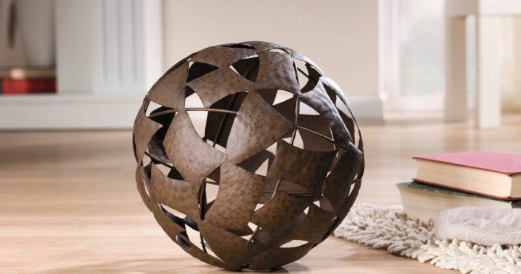 Vielseitige Dekokugeln aus Glas, Stein und Terracotta