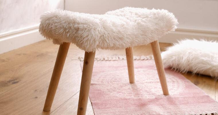 Hocker als praktische und dekorative Sitzgelegenheiten