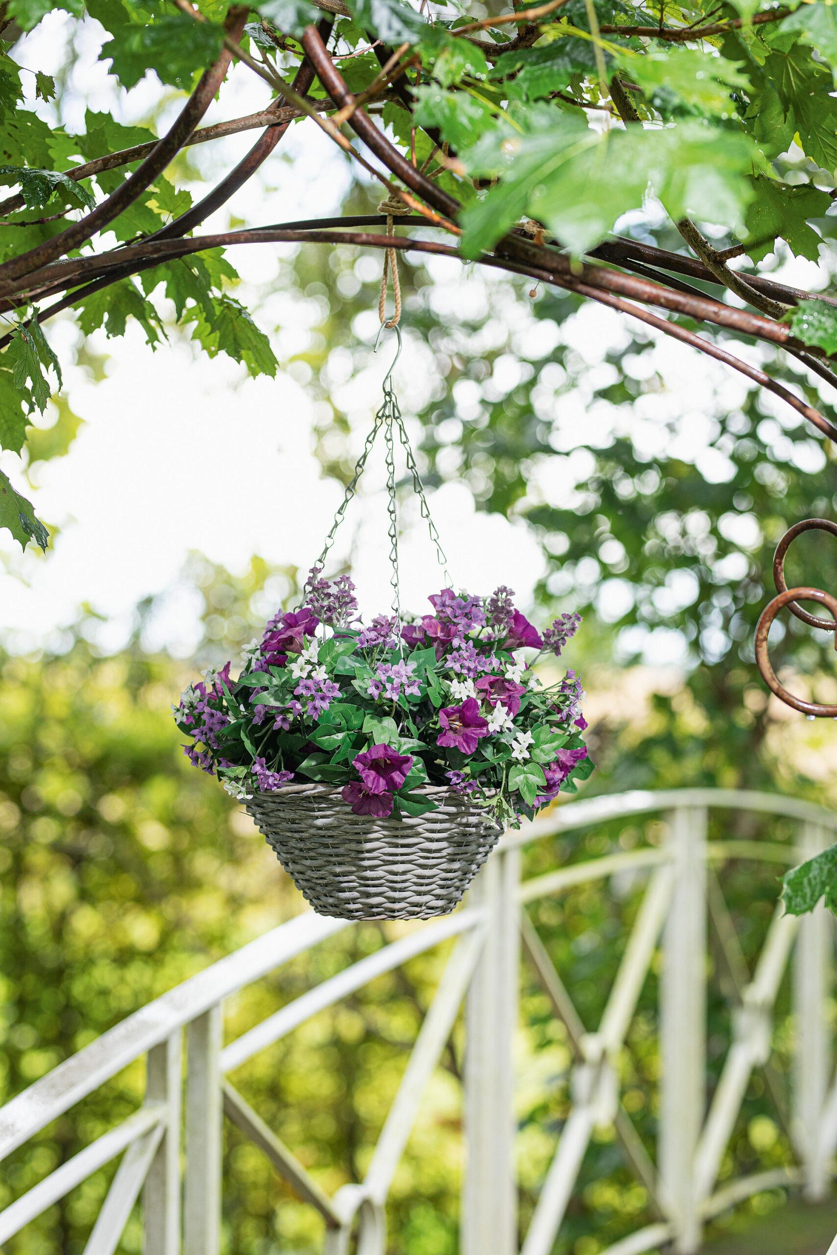 Blumenampel für Metallpavillon